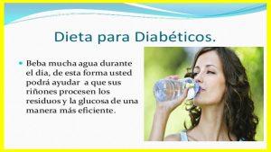 ¿Cuántos litros de agua debe consumir con hombre y una mujer y por qué? El agua es sin duda el elemento más importante de la vida. El cuerpo humano está